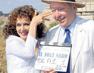 Кшиштоф ЗАНУССИ с актрисой Валерией ГОЛИНО на съёмках фильма «Чёрное солнце»