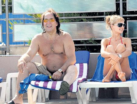 Мужественного Александра ИНШАКОВА всегда окружают красивые женщины