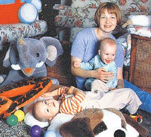 Новая жена, тоже Елена, с сыновьями Кириллом и Никитой