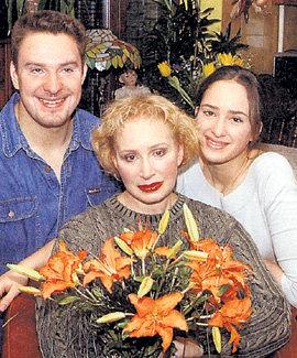 Татьяна с сыном Филиппом и дочкой Елизаветой