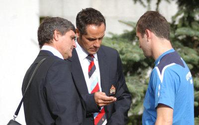 КЕРЖАКОВ диктует РАМОСУ и его помощнику номер своего телефона