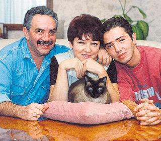 Жена мэтра Людмила Борисовна и сын Михаил тоже выбрали свой духовный путь