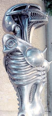 В швейцарском местечке Грюйер есть музей работ Ганса ГИГЕРА