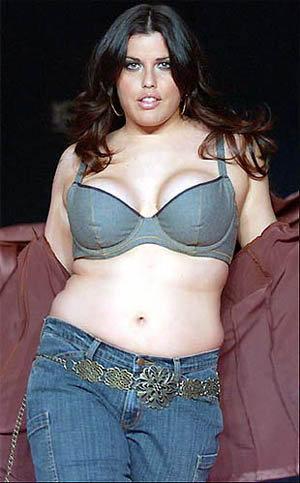 Миа Тайлер сотрудничает с Lane Bryant — производителем женского белья больших размеров и считается одной из лучших моделей фирмы.