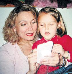 Во время редких встреч с мамой Маша дарила ей свои рисунки