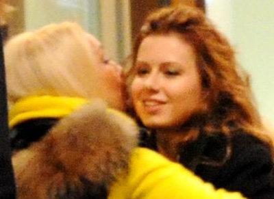 Похудевшая и похорошевшая Юля ничего не ест после шести вечера (фото paparazzi.ru)