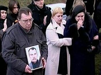 Родные и близкие покойного (вдова – заслуженный учитель Украины Нелли ИВАНОВНА —  слева) (фото 1tv.ru)