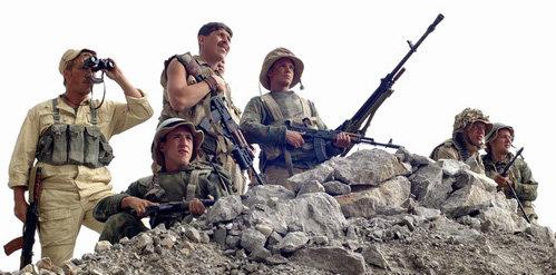 Бойцы 9-й роты находились на высоте 3234, поскольку с неё местность просматривается на десятки километров. И отлично знали свою задачу: наблюдать и корректировать огонь нашей артиллерии в операции «Магистраль», цель которой – взять дорогу Гардез Хост под контроль советских войск для вывода военной техники и бойцов из горного района Афганистана с минимальными потерями