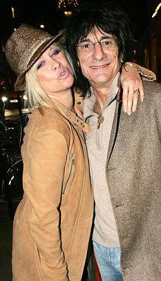 Ронни Вуд с бывшей женой Джо, с которой он развелся месяц назад.