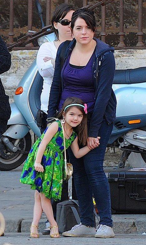 В отличие от Сури Изабелла, приемная дочь Тома Круза и Николь Кидман, выглядит как нормальный тинейджер.