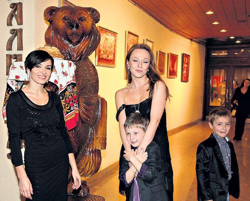 Надя и Альбина со своими мальчишками