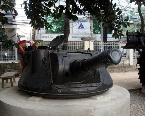 Татьяну очень привлёк экспонат в музее войны