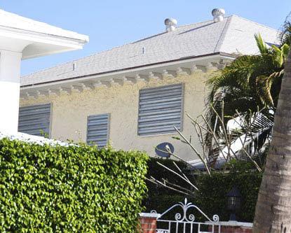 В доме Курниковых все окна теперь закрыты наглухо. Фото: radaronline.com