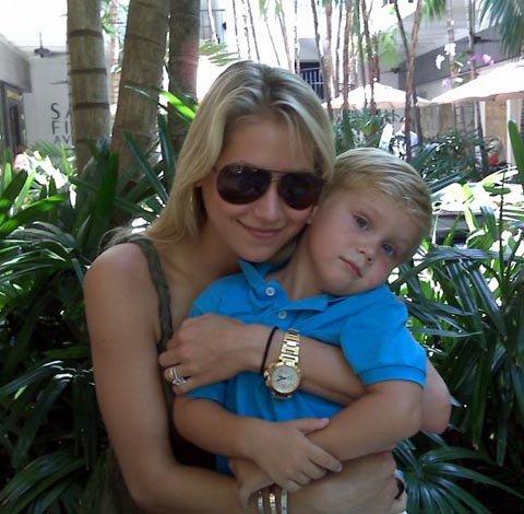 Анна Курникова с 5-летним свобным братом Алланом. Фото: Kournikova.com
