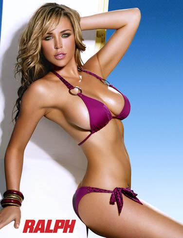 44 место: Эмили Скотт, модель, ставшая известной в основном благодаря своему пышному бюсту.