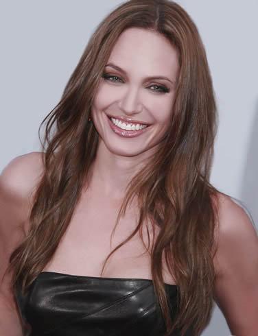 88 место: признанный секс-символ Анджелина Джоли сместилась в самый конец списка самых желанных женщин мира.