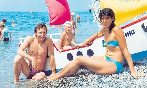 на пляже я познакомился с мамой и дочкой