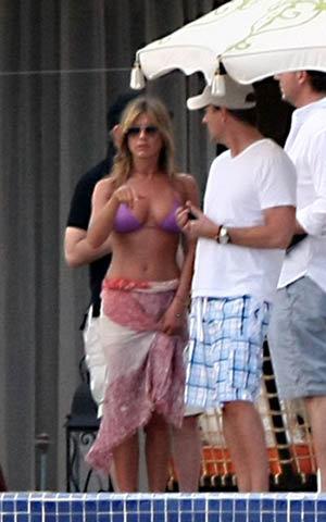 Свой 41-й день рождения Дженнифер Энистон решила отметить вместе с друзьями в Мексике. Фото: celebrity-gossip.net