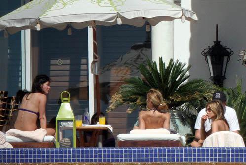 Дженнифер Энистон с Кортни Кокс и Шерил Кроу. Фото: celebrity-gossip.net