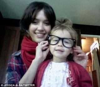 Дочка Джессики Альбы Хонор - просто прелесть, и очень похожа на саою маму