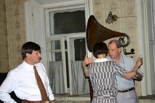 Российский режиссёр Мотыль учит белградскую актрису Стоянович танцевать аргентинское танго