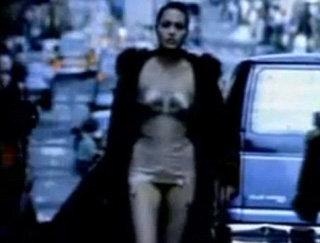 Анджелина снялась в клипе роллингов в 1997 году