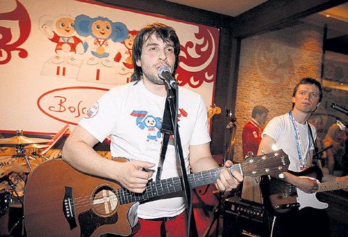 Петя со своей группой «МКПН» стал любимым артистом российских бизнесменов