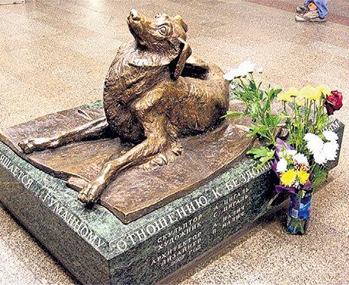 На постаменте памятника «Сочувствие» выбиты имена отца и сына НАЛИЧЕЙ (фото esenin.ru)