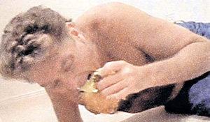 Даже пьяным ХАССЕЛЬХОФ никогда не забывал о закуске