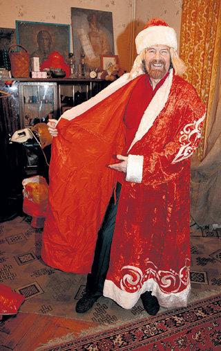 Прежде Филимон подрабатывал на новогодних праздниках, и до сих пор держит в шкафу облачение Деда Мороза
