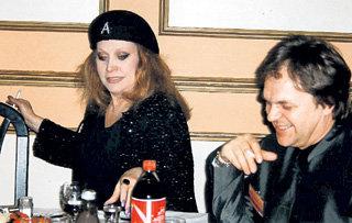 В середине 90-х ПУГАЧЁВА доверила РУССУ возглавлять её арт-студию «Алла»