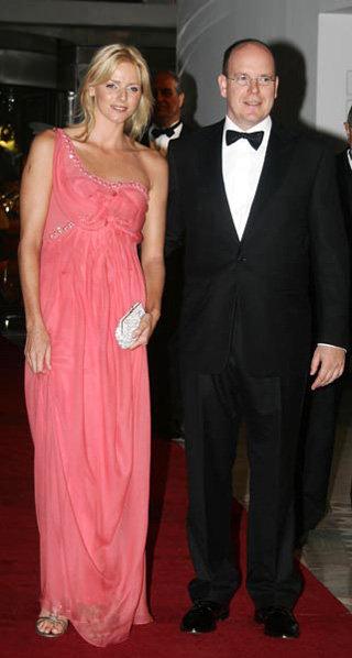 Князь Монако Альберт II обручился со своей подругой Шарлен Уиттсток