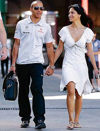 В Валенсии Николь ШЕРЗИНГЕР и Льюис ХЭМИЛТОН выглядели абсолютно счастливыми