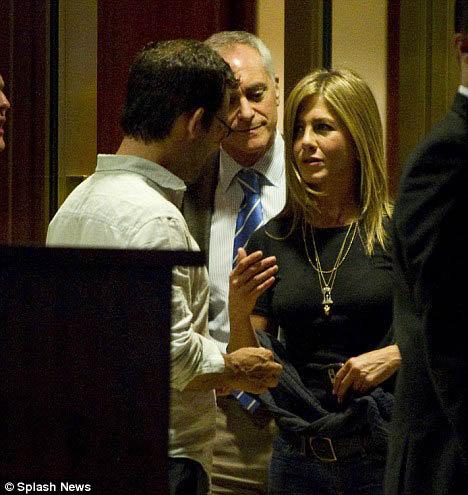 Дженнифер и Кристофер провели приятный вечер в ресторане. Фото: Daily Mail