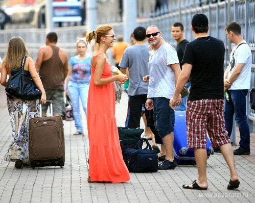 Наталья и Владимир на вокзале отправляются на конкурс