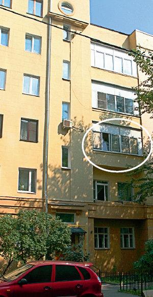 Небольшую квартиру на третьем этаже актрисе выделил театр Вахтангова