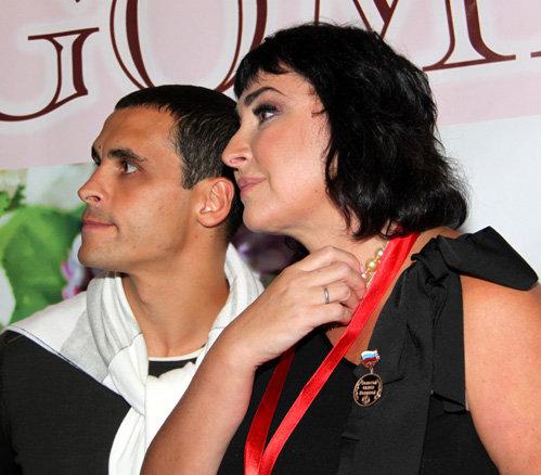На вечеринке Лены ЛЕНИНОЙ Лолита появилась с возлюбленным Дмитрием ИВАНОВЫМ и с обручальным колечком на пальце
