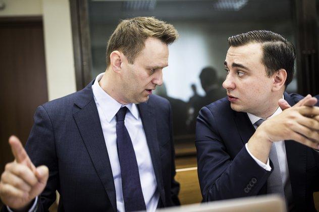 Юристы Усманова хотят вынудить Навального выполнить решение суда