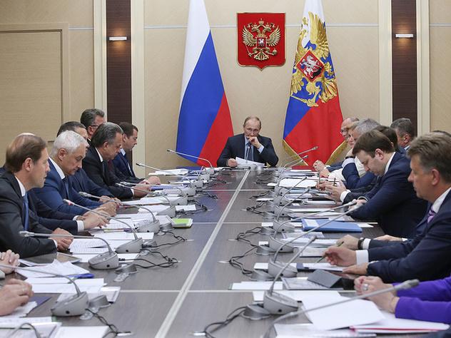 Путин поручил руководству обеспечить льготников лекарствами