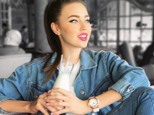 Возлюбленную Тарасова Анастасию Костенко заподозрили в беременности