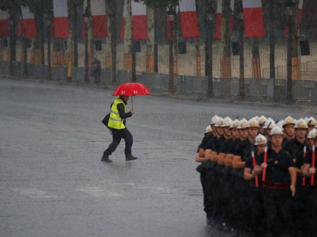 В Париже сильнейший ливень затопил 20 станций метро