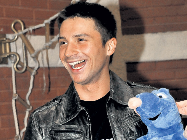 Мать Сергея Лазарева попросила не обсуждать личную жизнь певца