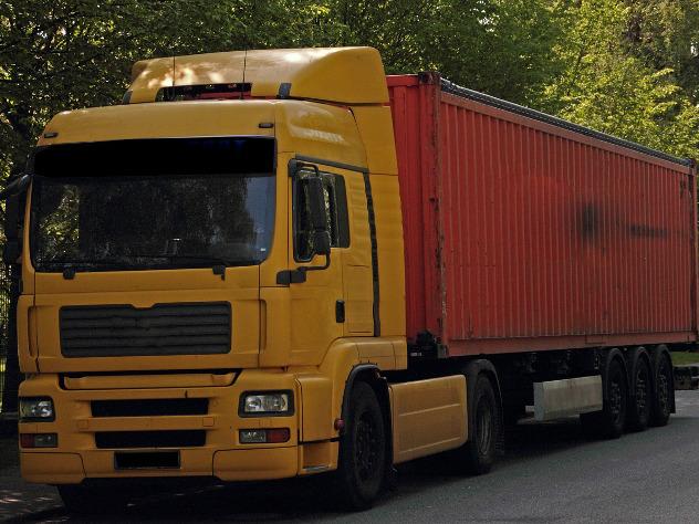 В Москве отлетевшее от грузовика колесо сбило пешехода