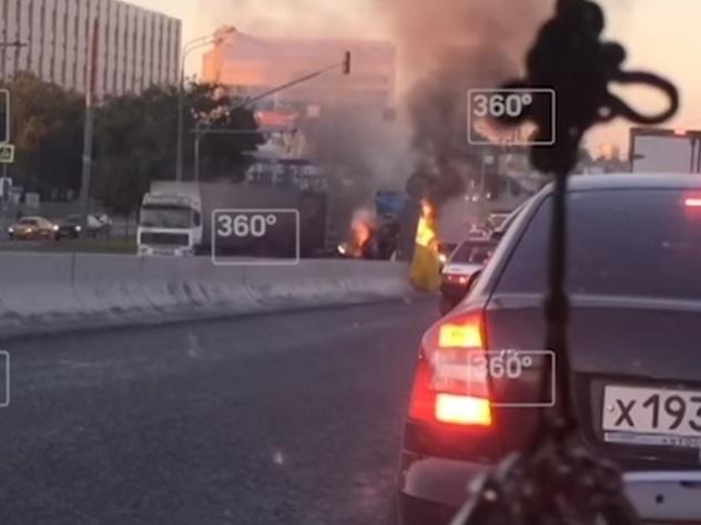 ДТП спожаром парализовало движение наВаршавском шоссе