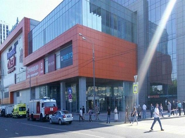 За день в Москве эвакуировали восемь торговых центров