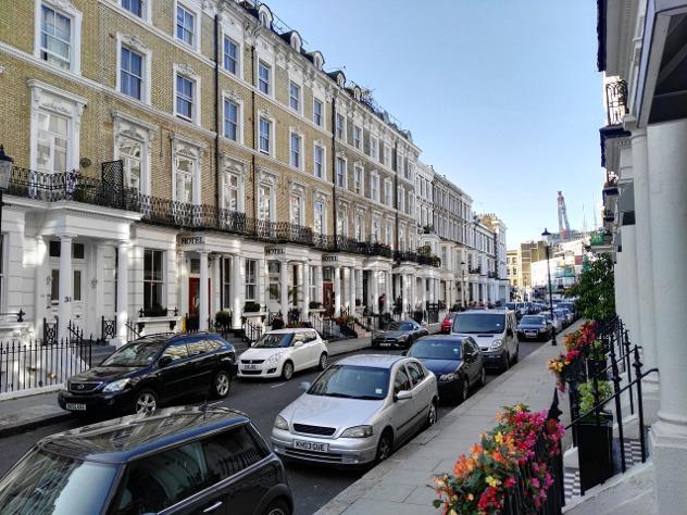 В Лондоне два человека облили кислотой
