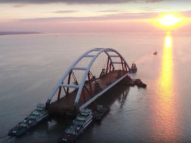 В створ Крымского моста заведен автодорожный пролет