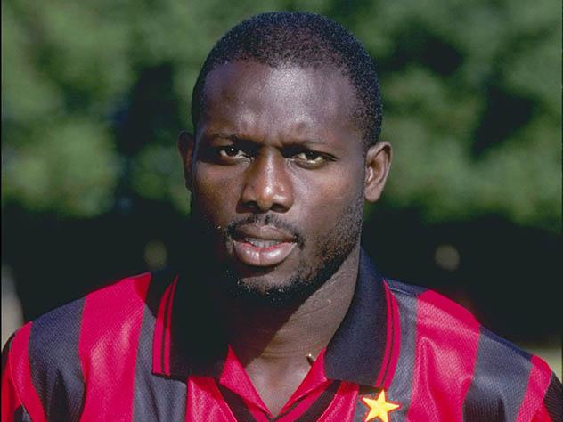 Знаменитый футболист лидирует на выборах президента Либерии