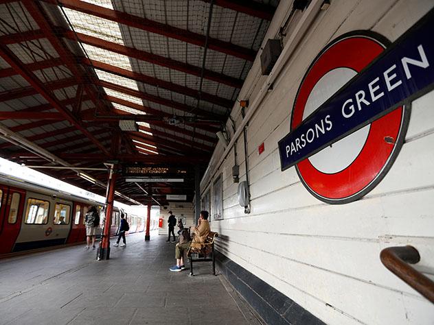 В Лондонском метро неизвестный напал на людей с ножом