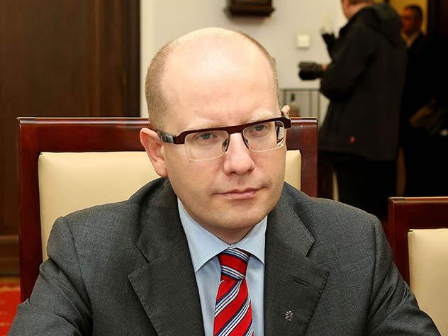Премьер Чехии подверг критике слова Земана о Крыме